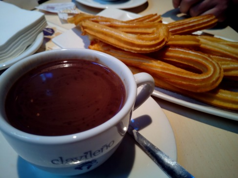 churros-with-chocolate-1114343_1920.jpg