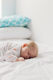 Antes de los años 90 se recomendaba poner a lso bebés a dormir boca abajo No había apenas plagiocefalia postural.